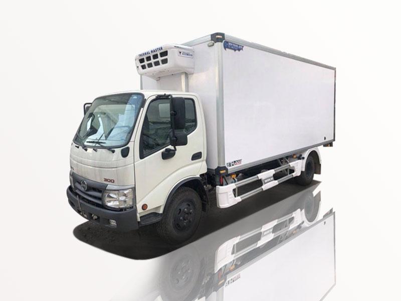 xe tải hino 4t8 thùng đông lạnh siêu đẹp