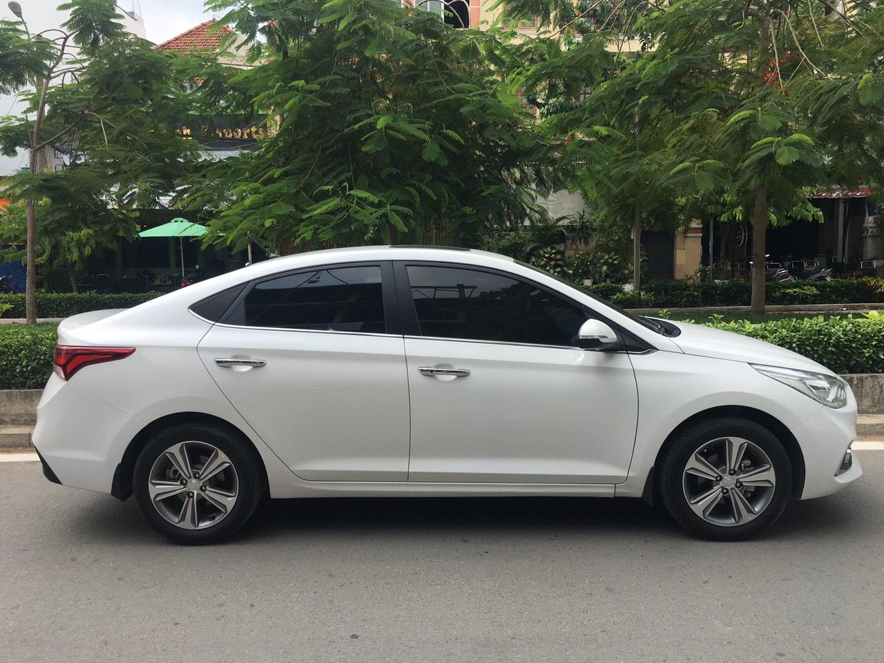 Bán xe Hyundai Accent 2018 màu trắng, bản Full