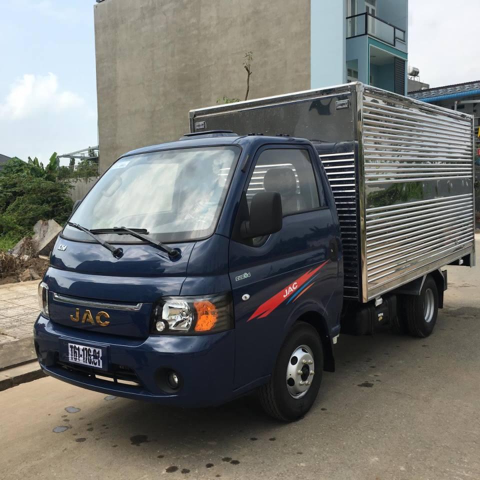 Xe JACX5 X150 thùng kín tải trọng 1T49