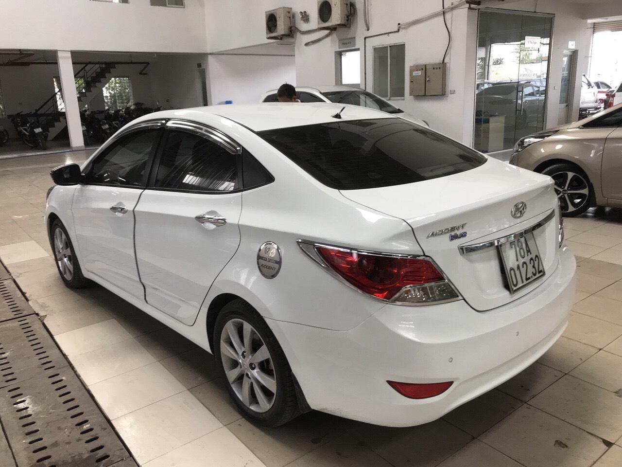 Bán Hyundai Accent Blue 1.4AT sedan màu trắng số tự động nhập Hàn Quốc 2014