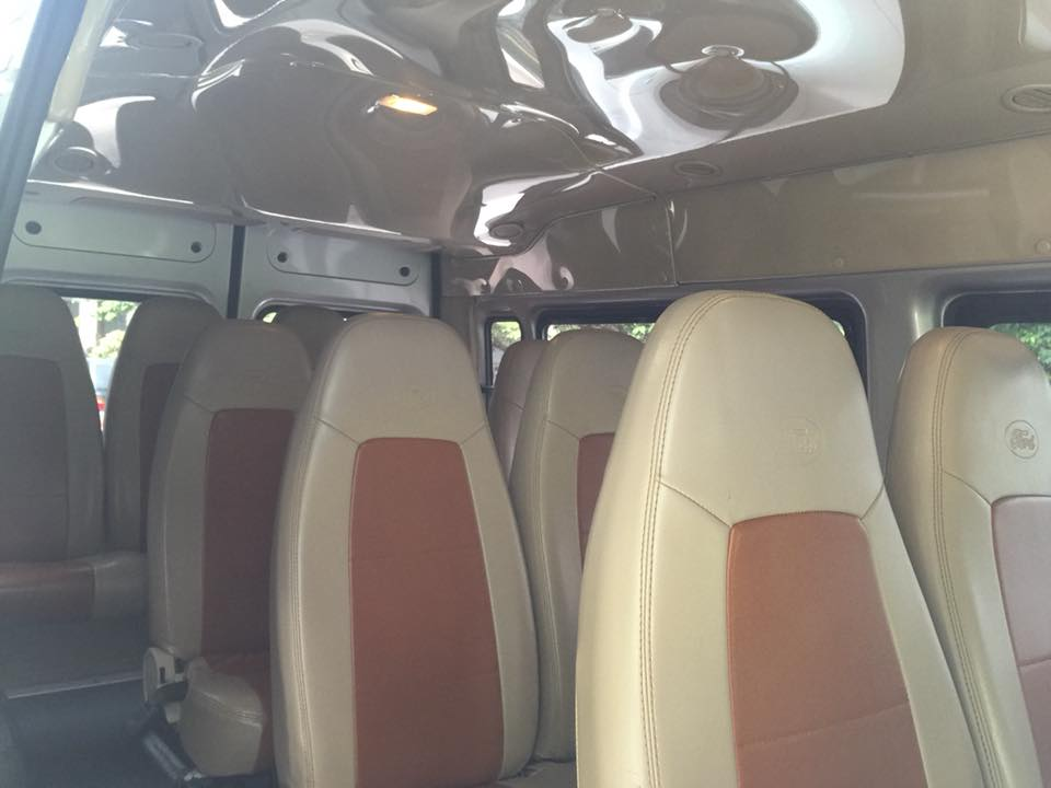 Bán Ford Transit 2017 máy dầu màu ghi bạc xe đi 2000 km