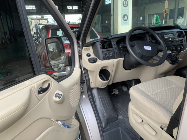 Bán Ford Transit màu bạc 2018 số sàn máy dầu mua mới chính hãng