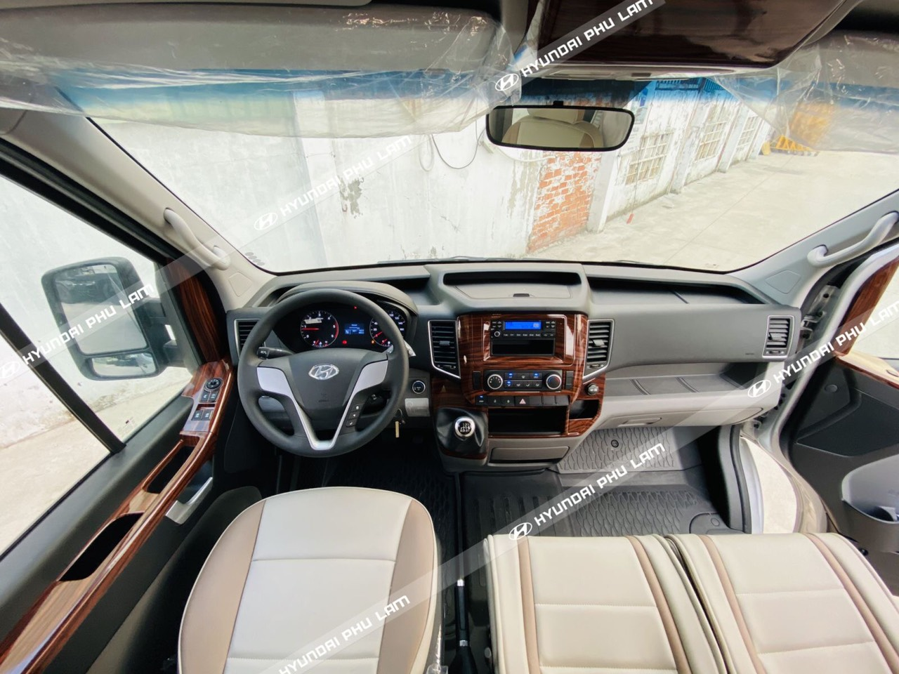 Xe 16 Chỗ Hyundai Solati Ghế U 2020 Báo Giá Ưu Đãi Khách Hàng!