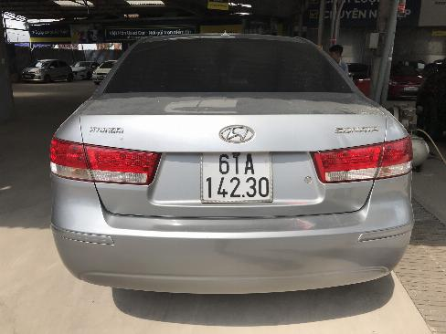 Bán Hyundai Sonata 2.0MT màu bạc số sàn nhập Hàn Quốc 2009 biển Bình Dương xe gia đình