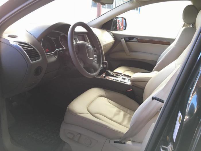 Mình cần bán chiếc AUDI Q7 model 2008 màu đen bản full option nhập khẩu Đức 4
