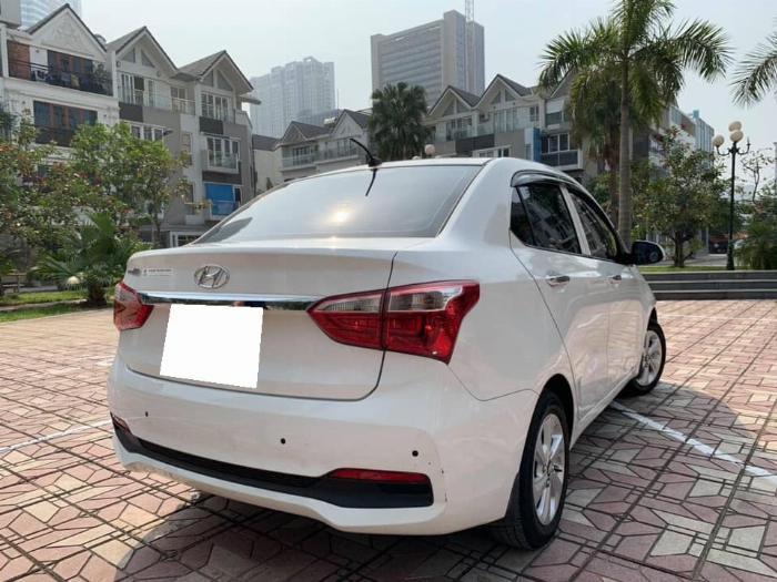 Bán xe Huyndai I10 sedan 1.2, số sàn, sản xuất 2018 màu trắng tinh 1