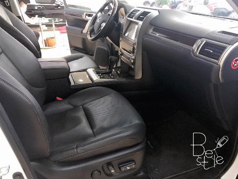 Bán Lexus GX460 màu trắng, sản xuất và đăng ký 2017.
