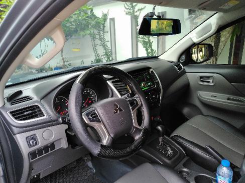 Cần bán xe Mitsubishi Triton 2017 số tự động máy dầu màu xám biển tp 3
