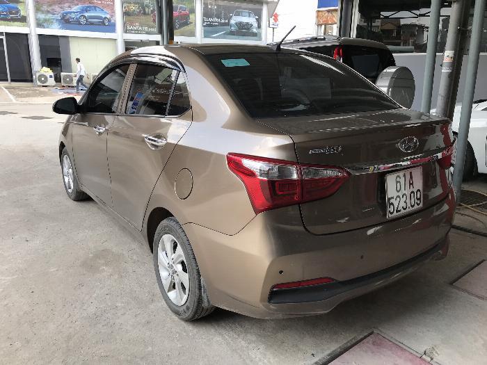 Bán Hyundai Grand i10 sedan 1.2MT màu nâu titan số sàn bản đủ sản xuất 2018 mới 99% 2