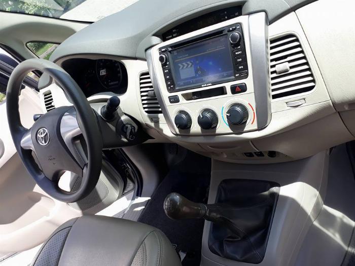 Gia đình cần bán xe Innova 2016, số sàn, màu bạc, gia đình sử dụng 3