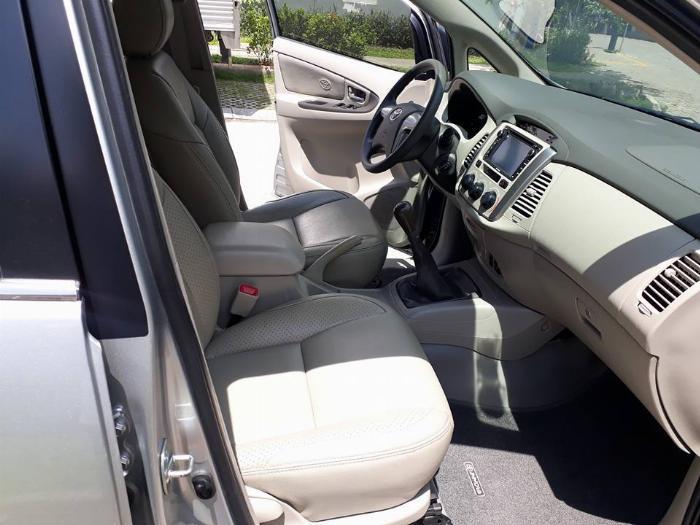 Gia đình cần bán xe Innova 2016, số sàn, màu bạc, gia đình sử dụng 2