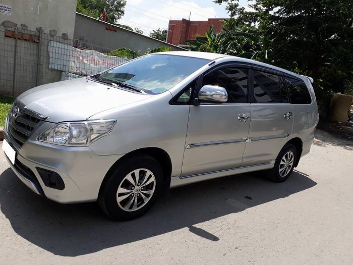 Gia đình cần bán xe Innova 2016, số sàn, màu bạc, gia đình sử dụng 7