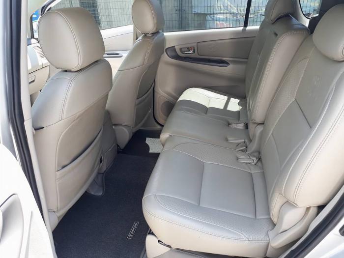 Gia đình cần bán xe Innova 2016, số sàn, màu bạc, gia đình sử dụng 8