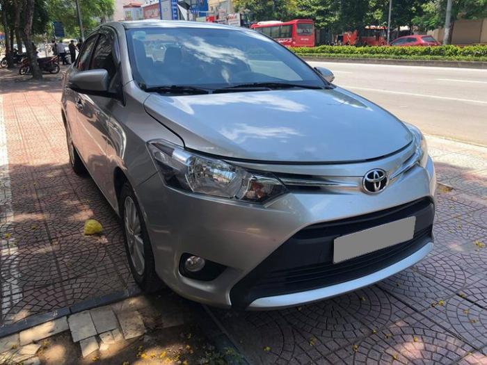 Bán Toyota Vios 2017 số sàn màu Bạc gia đình đi kỹ. 0