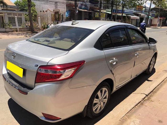 Cần bán xe Toyota Vios 2018 số tự động màu bạc biển thành phố 2