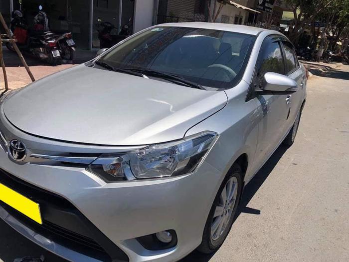 Cần bán xe Toyota Vios 2018 số tự động màu bạc biển thành phố 1