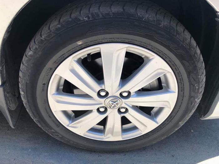 Cần bán xe Toyota Vios 2018 số tự động màu bạc biển thành phố 3