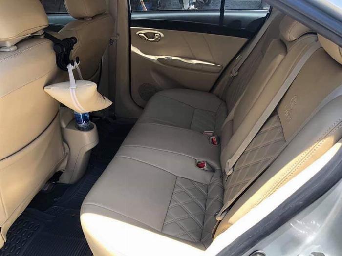 Cần bán xe Toyota Vios 2018 số tự động màu bạc biển thành phố 4