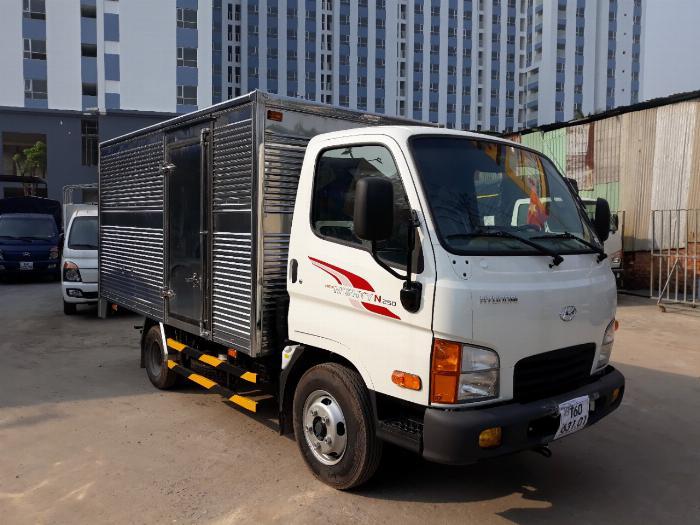 Xe tải thùng kín HYUNDAI N250 tải 2.5 tấn - Trả Góp
