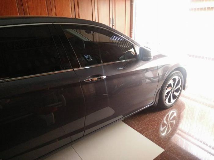 Gia đình cần bán xe Honda Accord 2018, số tự động, màu xám