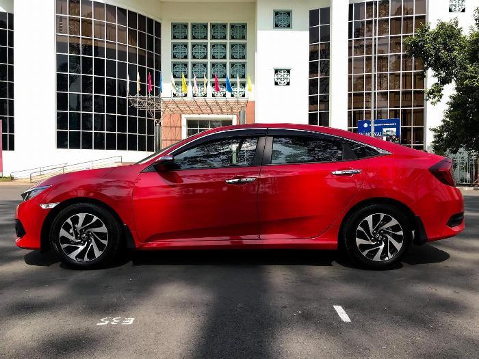 Cần bán xe Honda Civic 1.8E 2018 số tự động màu đỏ nhập khẩu