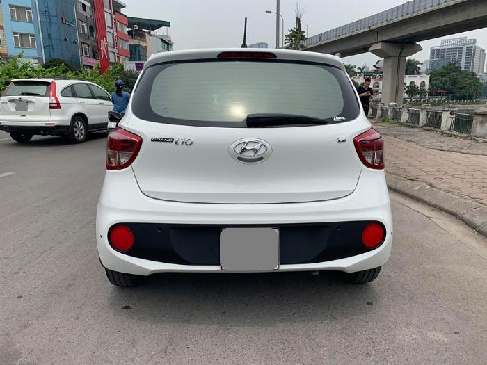 Bán Hyundai I10 số sàn 2019 bảng 1.2 màu trắng full option. 2
