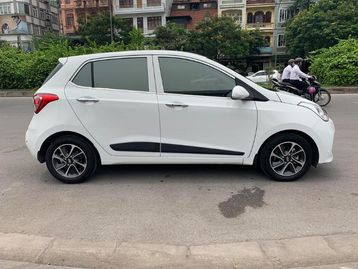 Bán Hyundai I10 số sàn 2019 bảng 1.2 màu trắng full option. 3