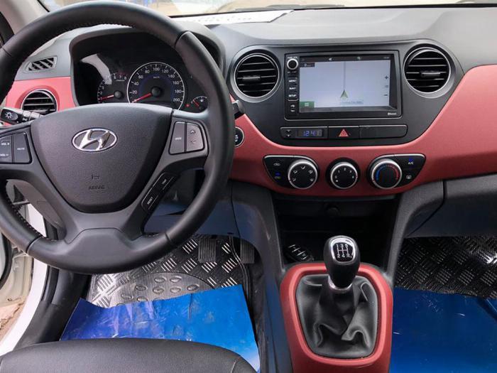 Bán Hyundai I10 số sàn 2019 bảng 1.2 màu trắng full option. 6
