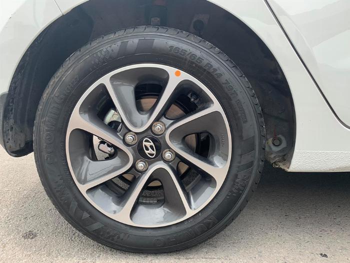 Bán Hyundai I10 số sàn 2019 bảng 1.2 màu trắng full option. 7