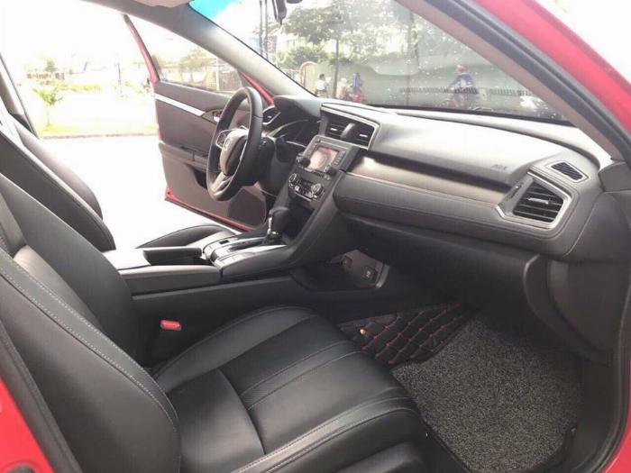 Bán Honda Civic 2018 bảng 1.8E tự động màu đỏ may mắn. 2