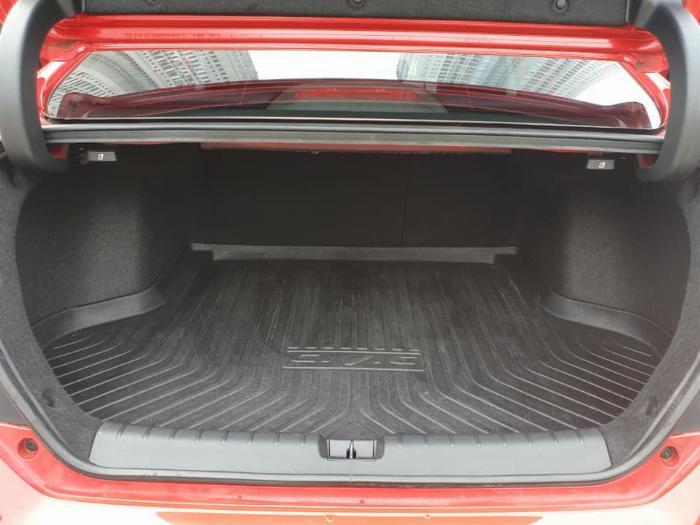 Bán Honda Civic 2018 bảng 1.8E tự động màu đỏ may mắn. 4
