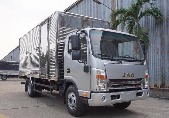 xe tải JAC 6t5 thùng 5.3m, sx 2019, cabin vuông hỗ trợ trả góp 80% xe 5