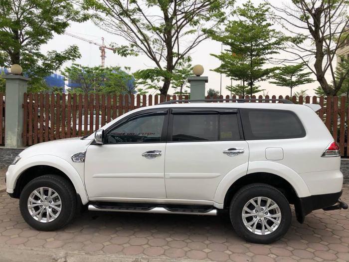 Gia đình cần bán xe Mitsubishi Pajero sport 2017 màu trắng số tự động