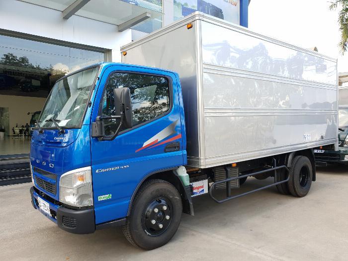 Xe tải Mitsubishi Fuso Canter4.99 thùng dài 4,3m. Tải trọng 2,1m đi vào thành phố