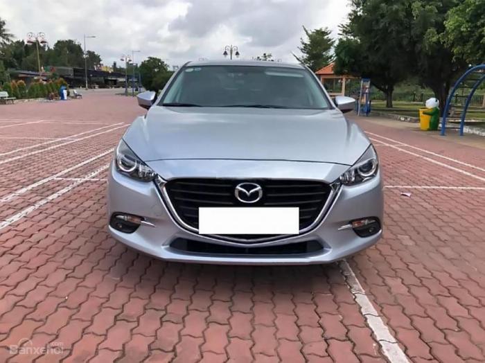 Gia đình cần bán Mazda3, sản xuất 2018, số tự động, màu bạc 0