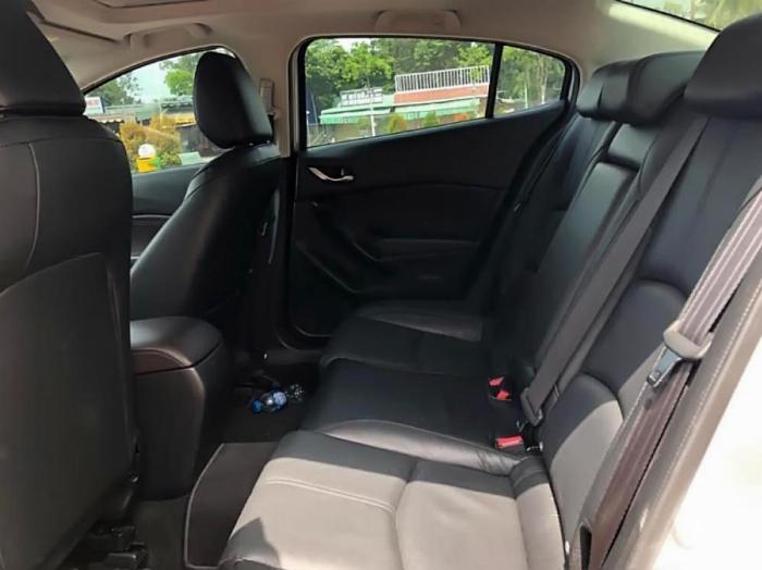 Gia đình cần bán Mazda3, sản xuất 2018, số tự động, màu bạc 3
