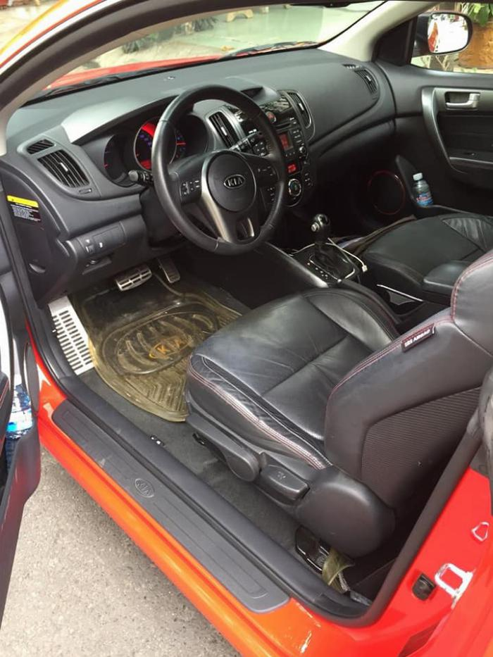 cần bán cọp Cerato 2011, số tự động, 2 cửa màu đỏ, còn mới tinh. 2