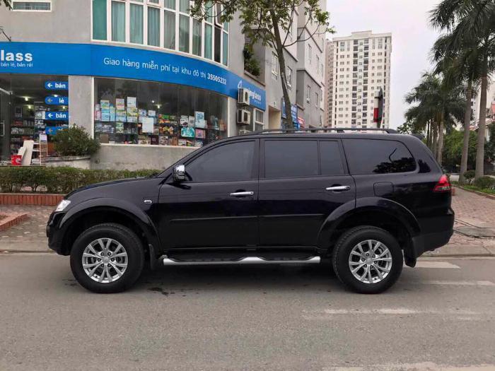 Cần bán xe Mitsubishi Pajero 2017 máy xăng số tự động, màu đen 3