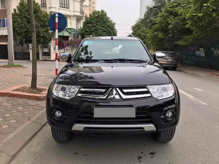 Cần bán xe Mitsubishi Pajero 2017 máy xăng số tự động, màu đen 2