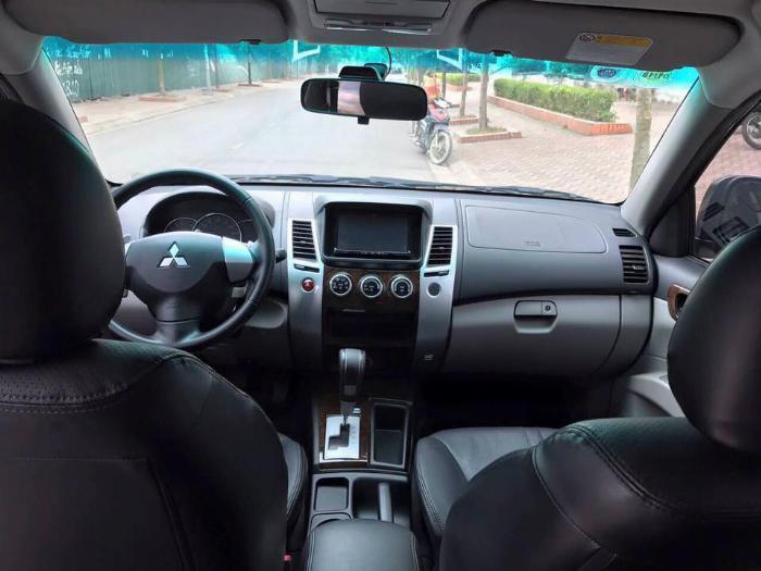 Cần bán xe Mitsubishi Pajero 2017 máy xăng số tự động, màu đen 5