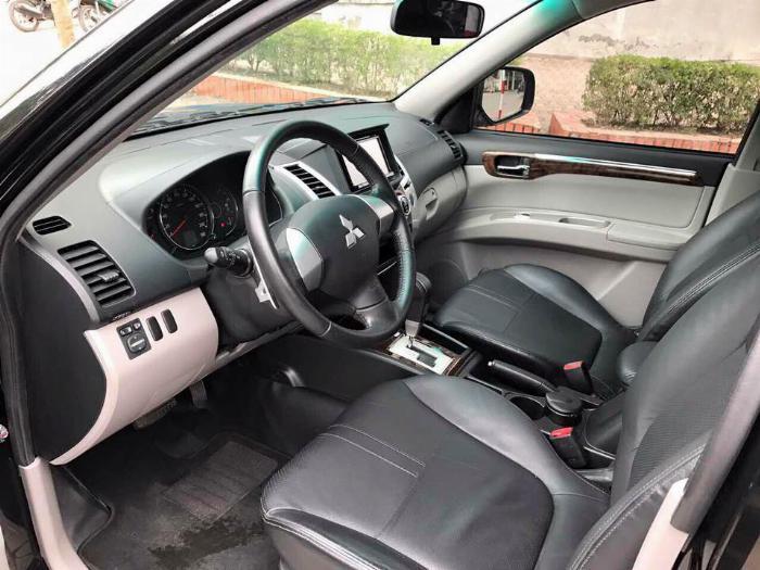Cần bán xe Mitsubishi Pajero 2017 máy xăng số tự động, màu đen 6