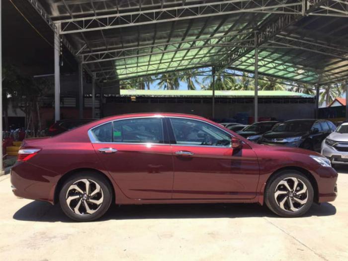 Bán xe Honda Accord 2019 số tự động màu đỏ rượu vang