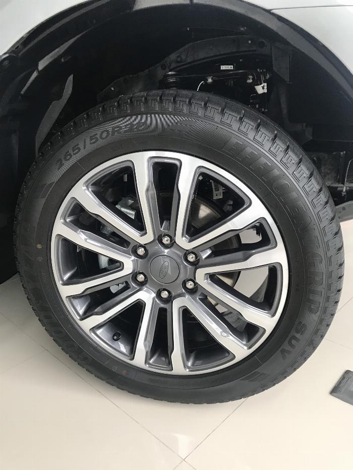 Nhanh tay sở hữu xe Ford Everest 2019 2 cầu mạnh mẻ với giá tốt nhất TPHCM 9