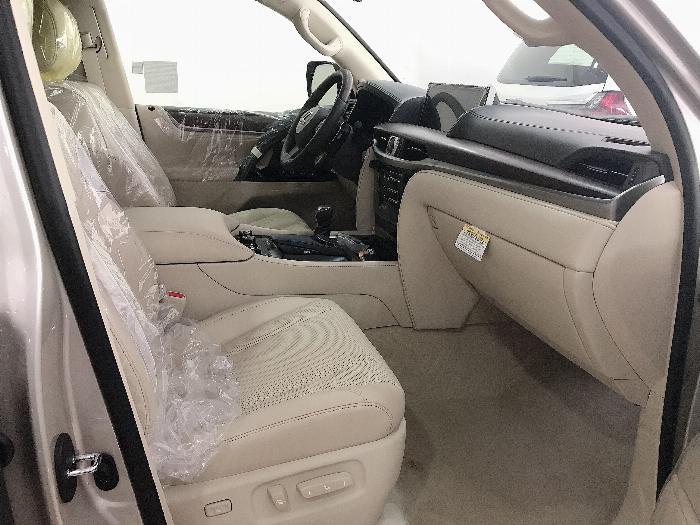 Bán Lexus LX57 Nhập Mỹ,màu vàng,sản xuất 2019,mới 100%,xe giao ngay . 5