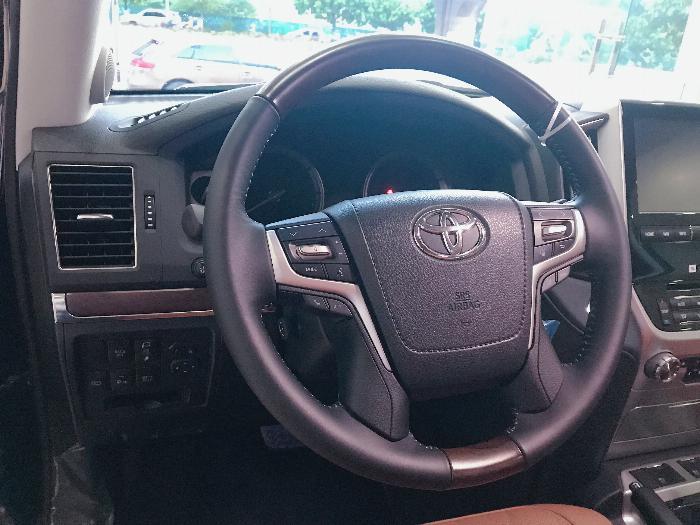 Bán Toyota Land Cruise 5.7 MBS Model 2020 ,4 chỗ ,4 ghế massage siêu Vip,xe giao ngay . 8