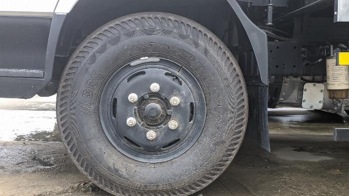 Xe tải thùng N250SL 2.4 tấn 8