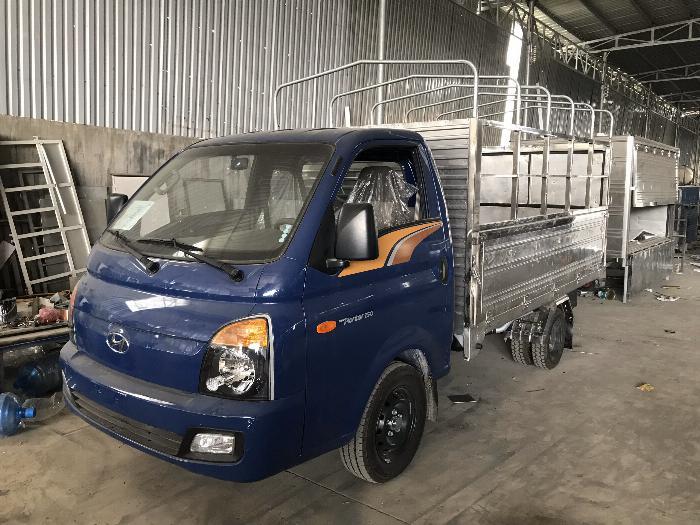 Báo giá xe tải Hyundai H150 thùng mui bạt, hỗ trợ trả góp 80% LS thấp 13