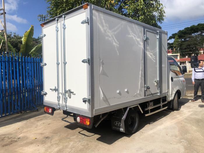 Bán xe tải Hyundai H150 thùng đông lạnh, hỗ trợ trả góp 80% LS thấp