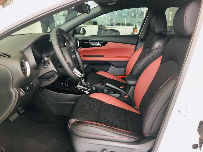 xe KIA Cerato AT 2.0 Premium, liên hệ ngay để nhận giá tốt