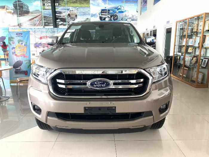 Ford Ranger XLT MT tồn kho 2018, giá chỉ 6xx triệu